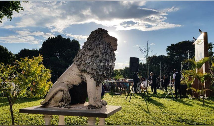Escultura de leões na entrada