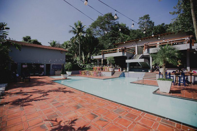A casa e a piscina