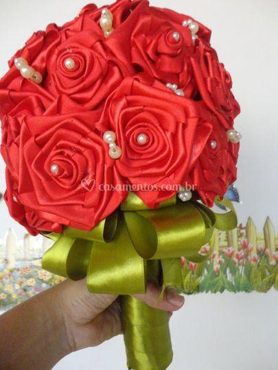 Bouquet de cetim vermelho