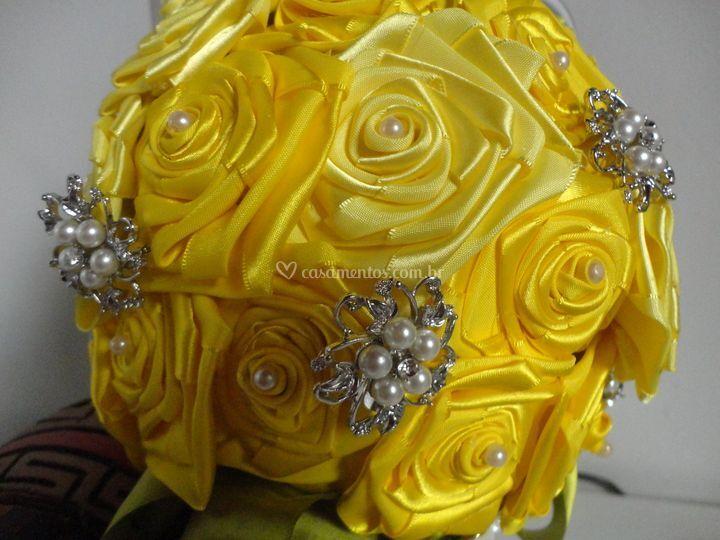 Amarelo broche e perola