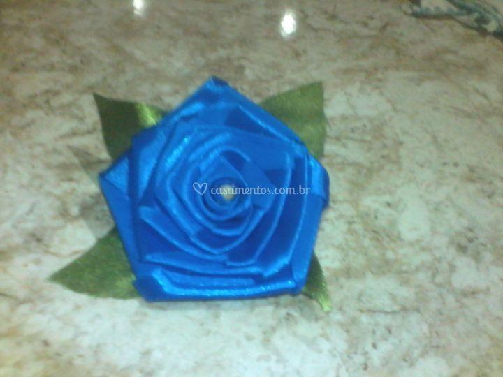 Rosa de cetim azul royal