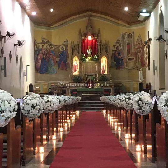 Igreja com tupiaras