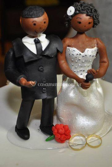 Noivo e noiva em miniatura