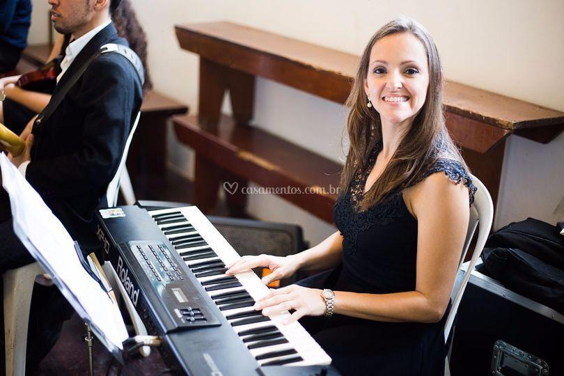 Tecladista Renata Cunha