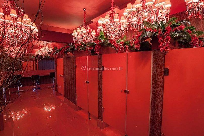 Banheiro Feminino Vermelho