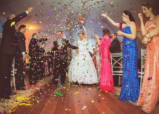 Bela entrada de noiva e noivo