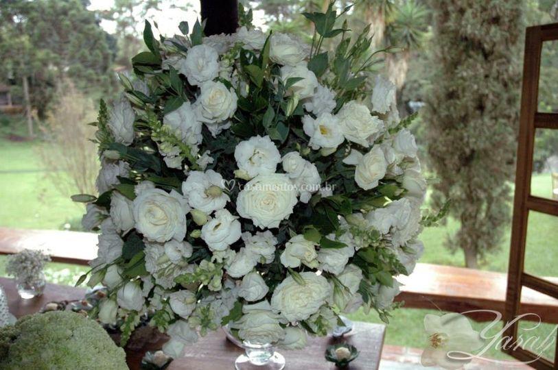 Topiaria de flores brancas
