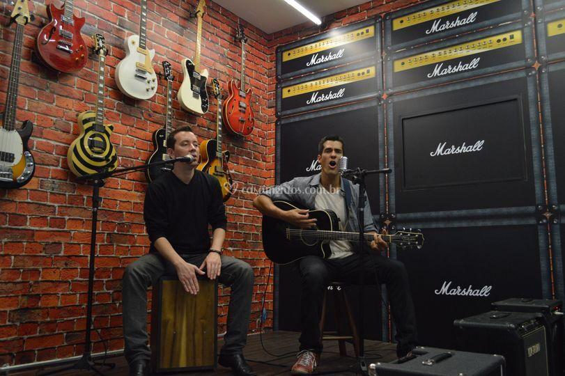 Duo: voz, violão e percussão