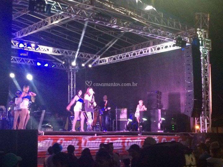 Show - palco, som e luzes