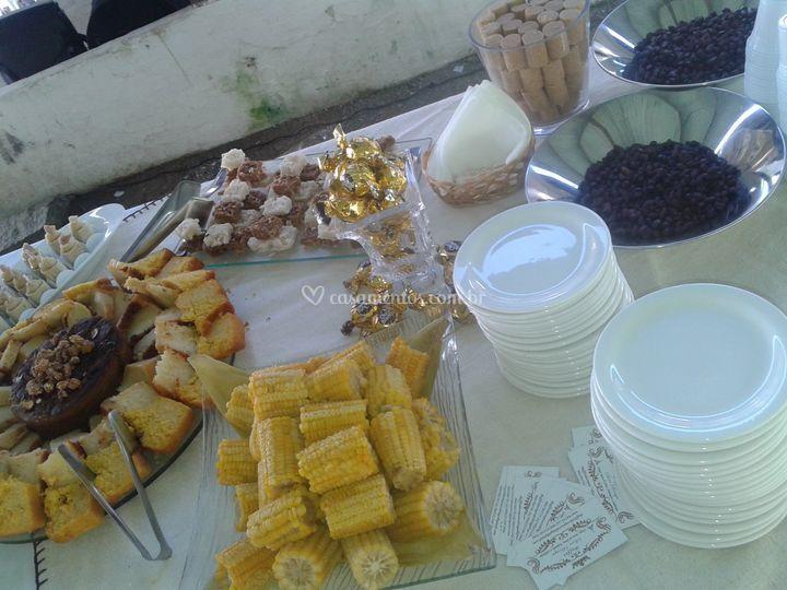 Mesa de comidas típicas