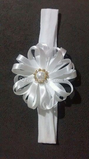 Tiara com laço de flor