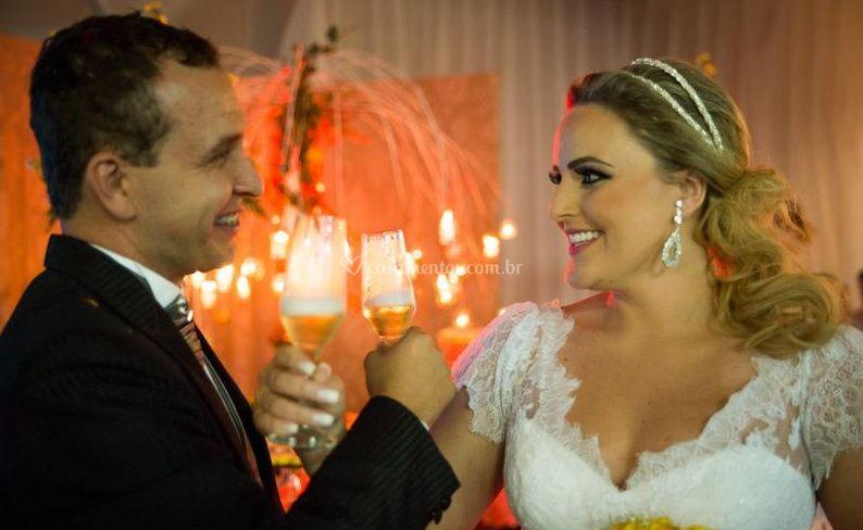 Noiva e noivo de brinde