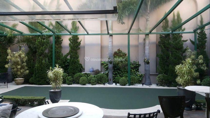 Cobertura cm estrutura verde