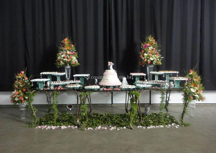 Mesa de de doces e bolo