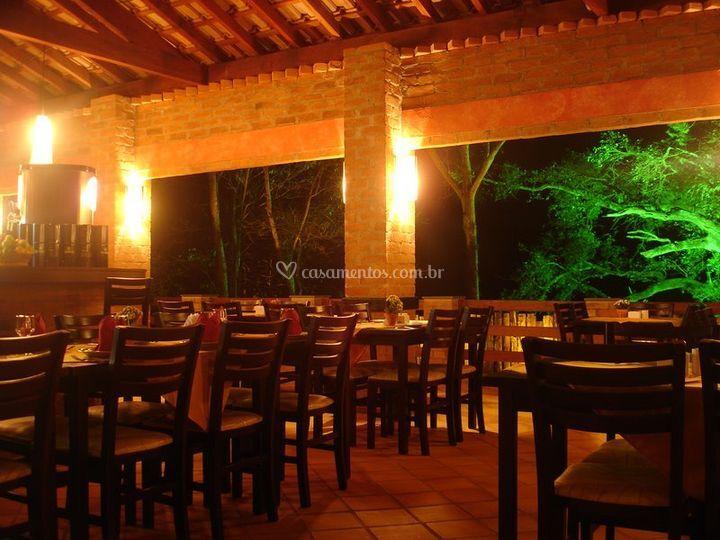 Restaurante (ilum. noturna)