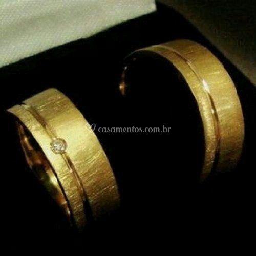 Ouro escovado com diamante