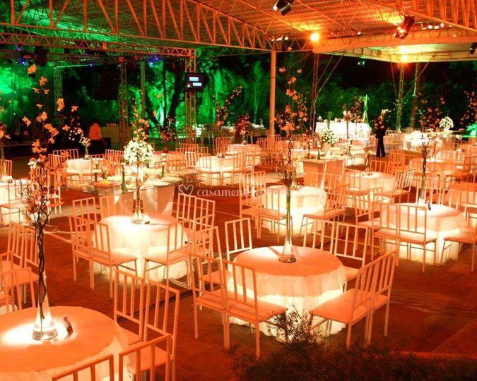 Mesas e cadeiras e decoração