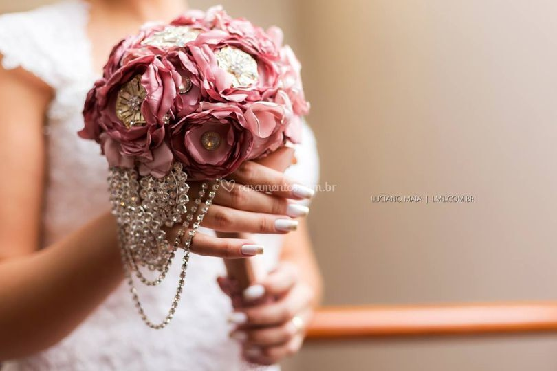 Buque de flores e broches