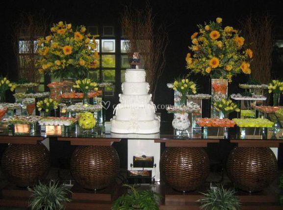 Doces e bolo de casamento
