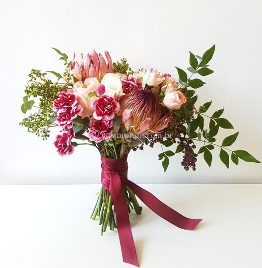 Proteia e rosas inglesas