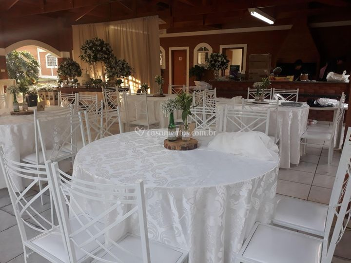 Mesa redonda com 8 cadeiras