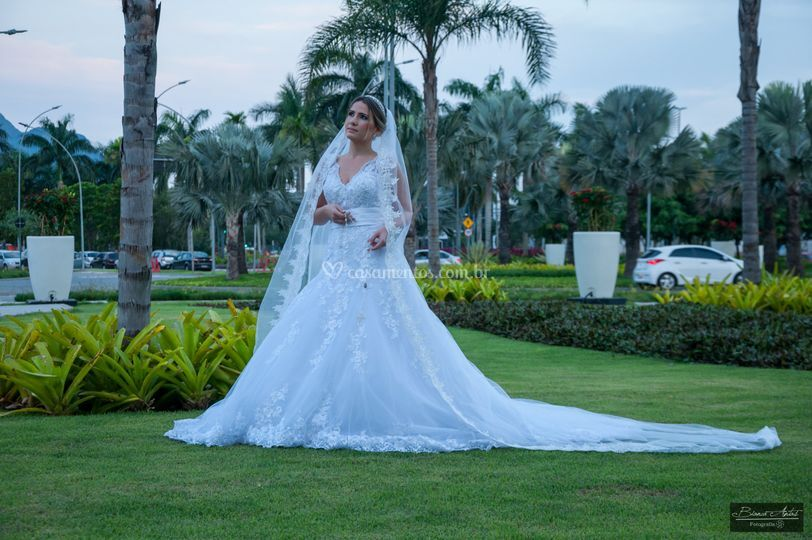 Bruna noiva linda