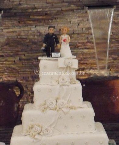 Bolo de noiva e noivo
