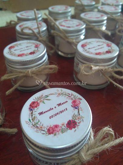 Potinhos com velas perfumadas