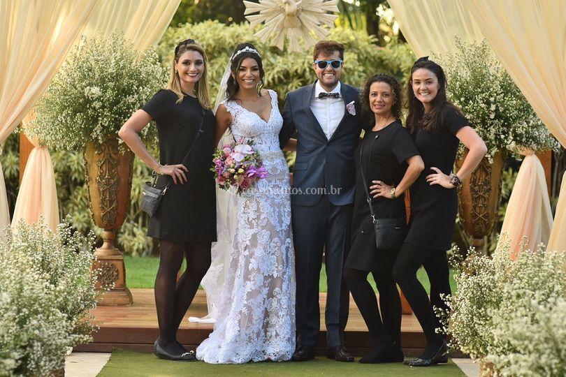 Equipe e noivos