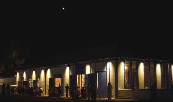 Externo salão noturno