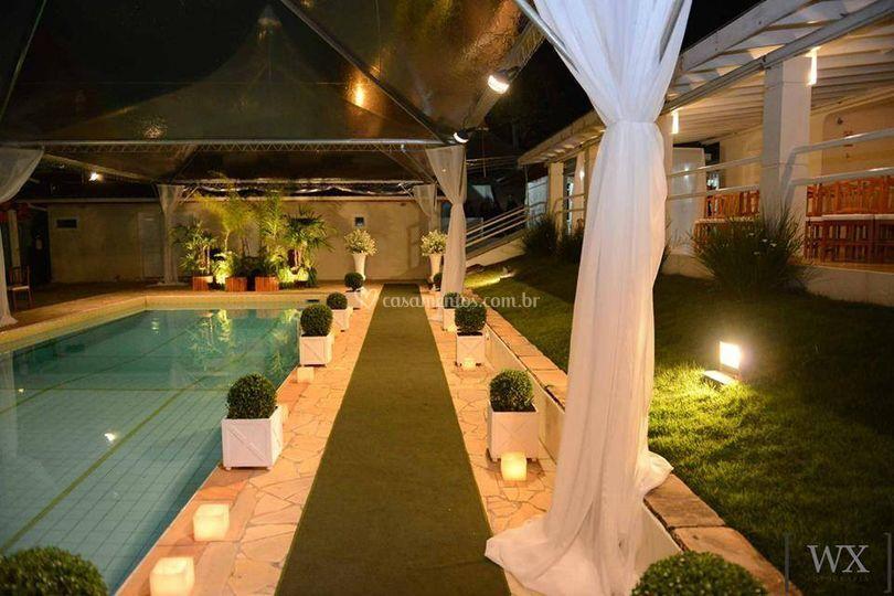Casamento ao lado da piscina