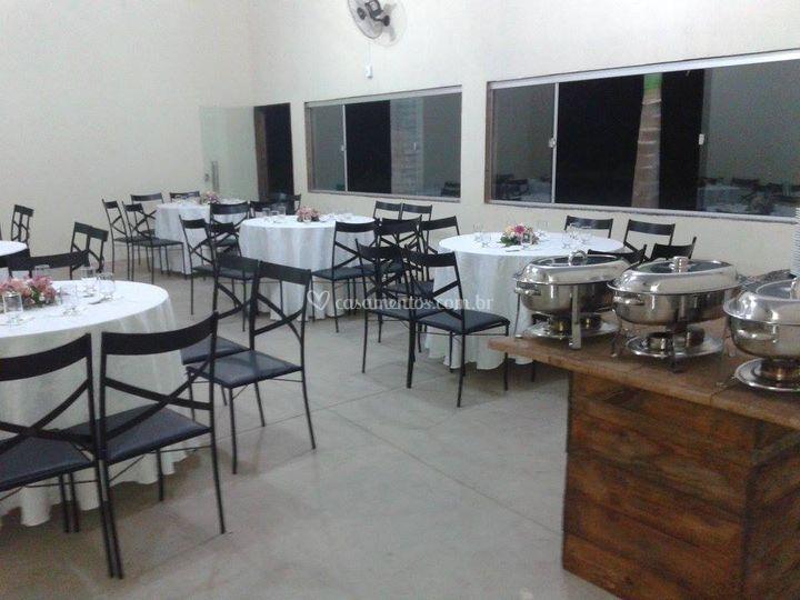 30 mesas com tampos redondos