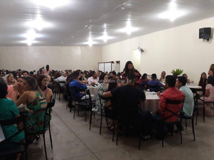 Comporta até 300 convidados