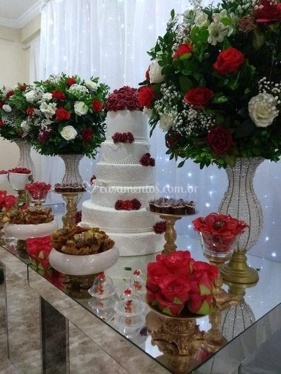 Àrea interna - mesa do bolo