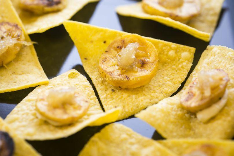 Nachos com banana e gengibre