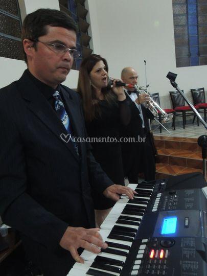 Teclado + Vocal + Trompete