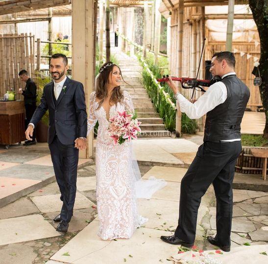 Entrada triunfal dos noivos