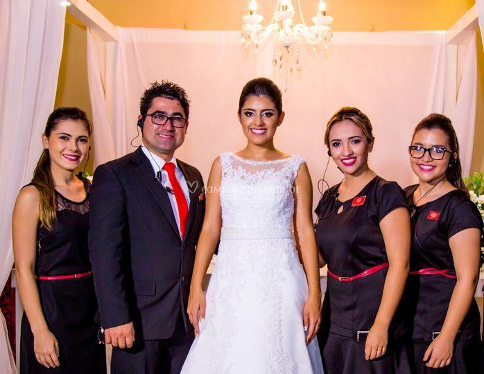 Satisfação no sorriso da noiva