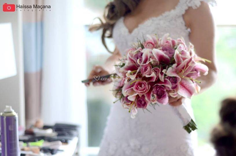 Buque de Lírios com mini rosas