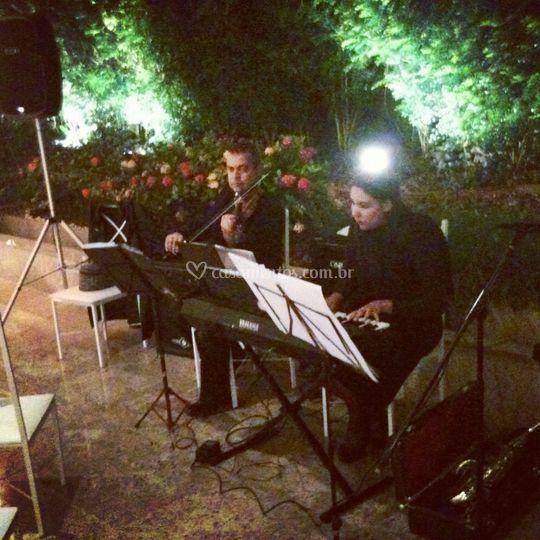 Violinos e teclado -