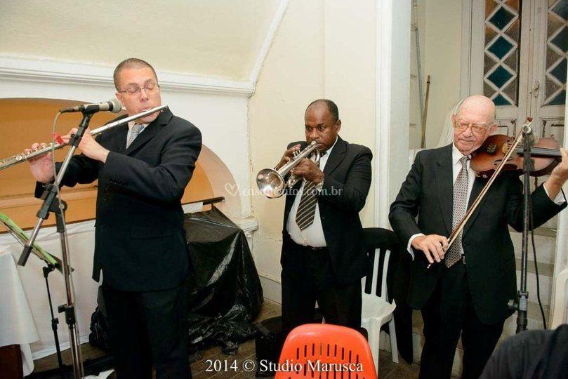 Flauta, trompete e violino