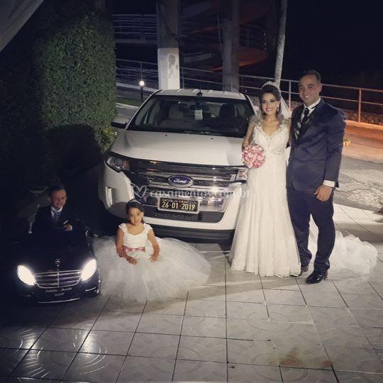 Cerimônia com a Mercedes preta