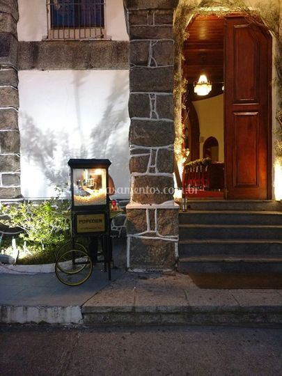 Pipoqueira na Porta da Igreja