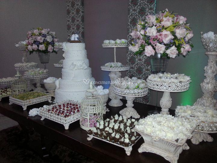 Linda mesa de bolo
