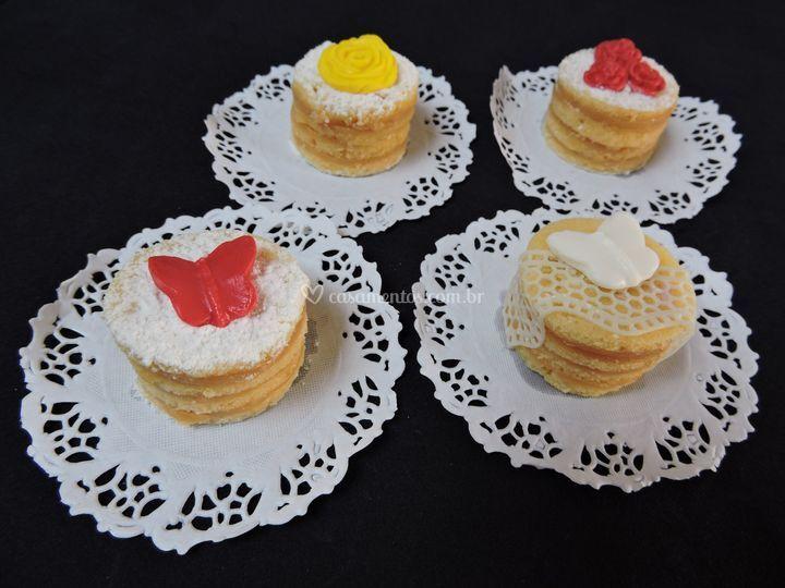 Mininaked cake de bolo de rolo