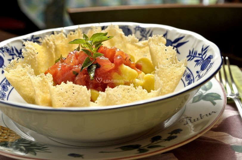 Nhoque de mandioquinha ao molho de tomate