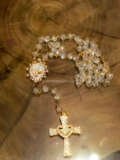 Terço em cristal e crucifixo