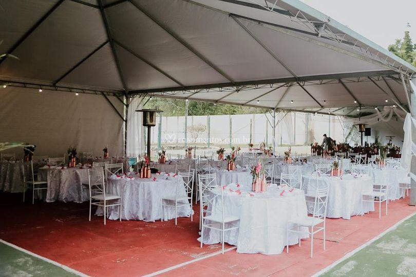 Mesas dos convidados e Tendas
