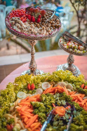 Mesa de frios e saladas