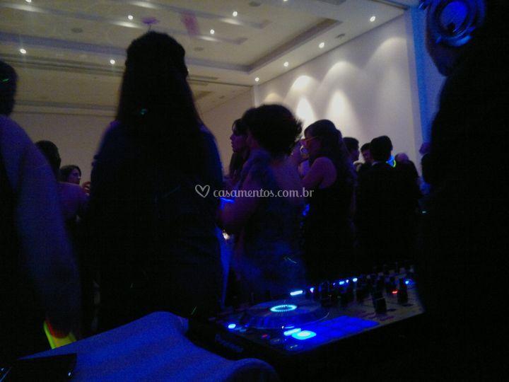 DJ atuando